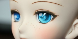 White Dolly Story Eyes